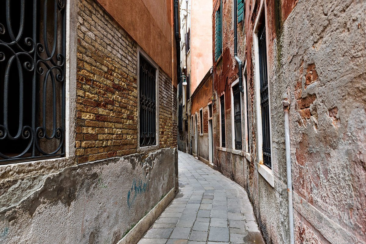 small alley in venice italy travel documentary photographer